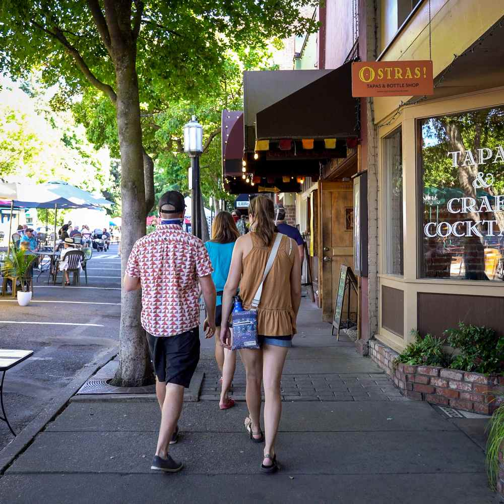nearby Ashland Oregon downtown plaza